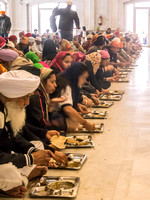Free 'langar' lunch in Sikh Temple in Old Delhi
